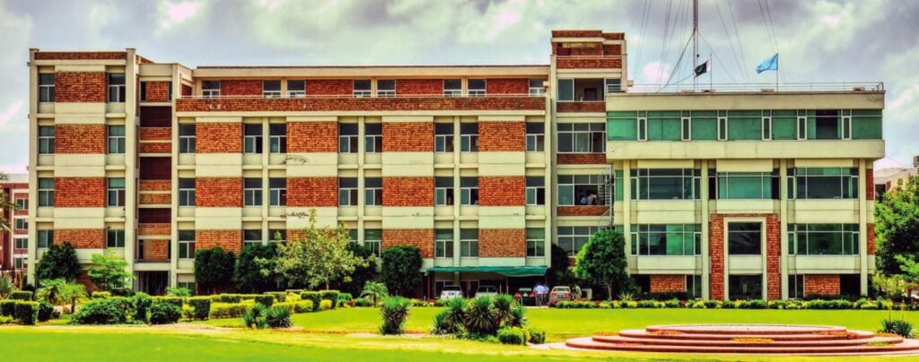 uol | Top 10 Best Private Medical Colleges In Lahore | PrepareHOW